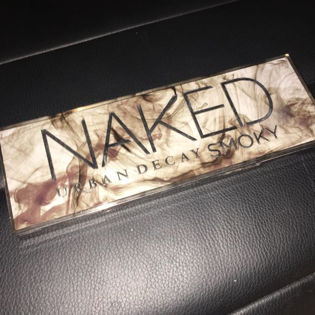 POSTAGE INCLUDED Urban Decay Naked Smokey Eyeshadow Palette