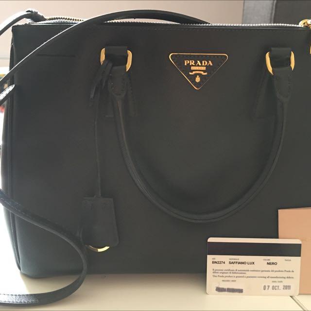37046858db Prada saffiano Shoulder Bag