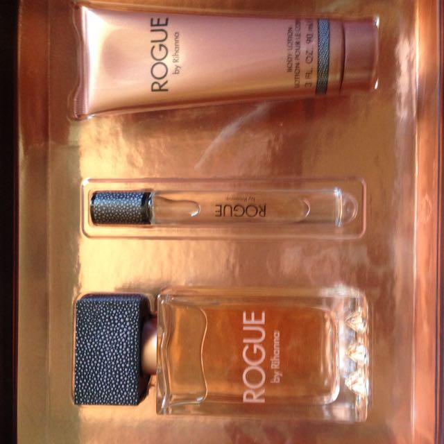 Rogue by Rihanna Gift Set