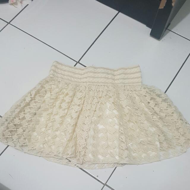 White Skirt    Masih Bagus  Baru Bbrp X Pakai Aja Pinggang Karet