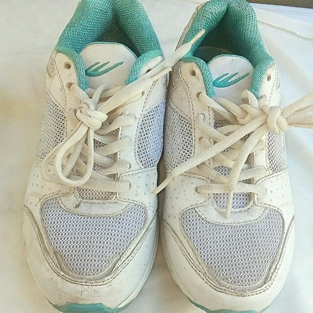 💜RESERVED💜World Balance Shoes Size 5