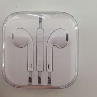 iPhone EarPods with 3.5mm Headphone Plug