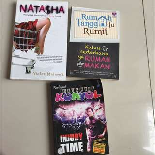 3 buku random judul bisa diliat di foto