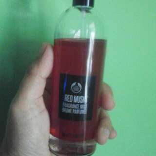 Red musk body mist the body shop