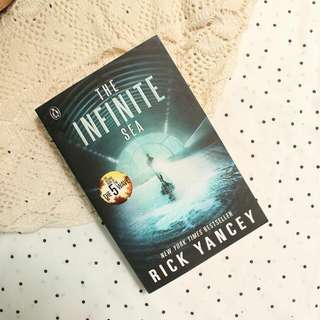 The Infinite Sea (The 5th Wave #2)