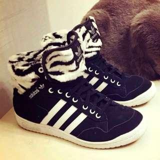 🚚 adidas香港帶回休閒鞋