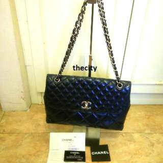 AUTHENTIC CHANEL FLAP BAG IN PATENT LEATHER