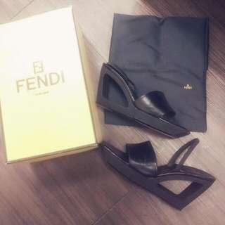 Fendi 鏤空楔型鞋 真皮