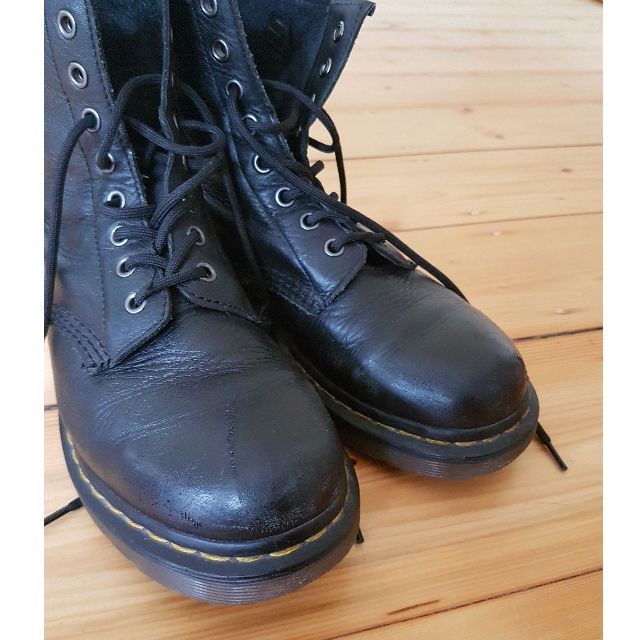 Authentic Dr. Martins Nappa 8 hole boot