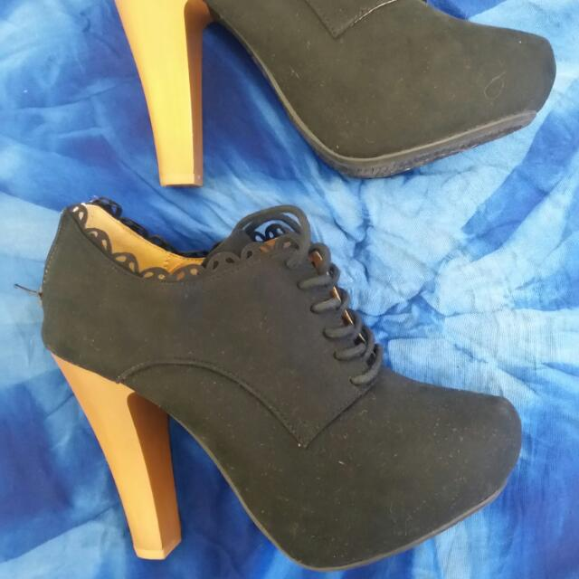 Lace Up Bootie Heels Size 6
