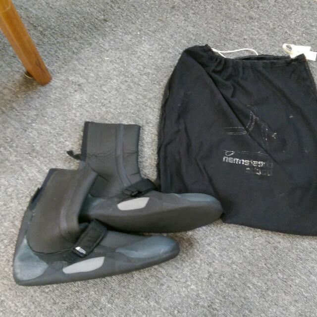 Mountain Equipment溯溪鞋(潛水釣魚可用)不分男女尺寸美規8號歐規41號腳長26公分(有彈性)
