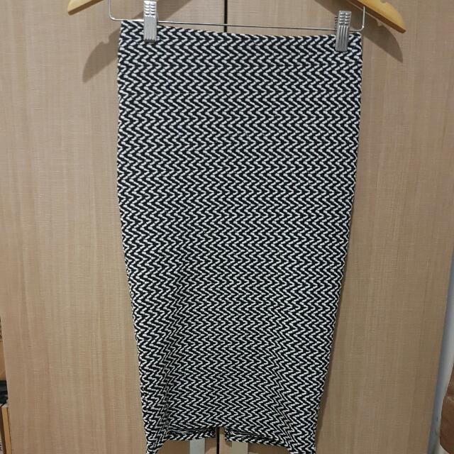 PULL AND BEAR Midi Stretch Skirt