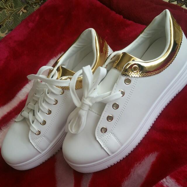white sneackers