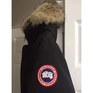 Authentic Woman's Large Canada Goose $300 FIRM!