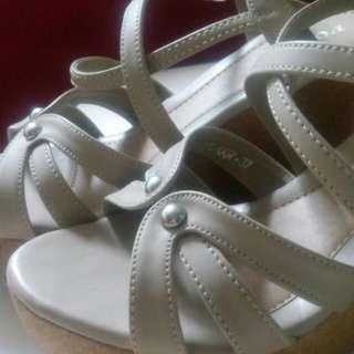 sepatu wedges size 37