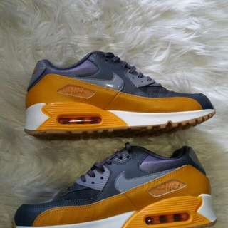 NIKE AIR MAX 90, BRAND NEW, US 10