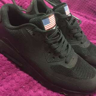 All Black Nike Air Max (I'm A Size 6)