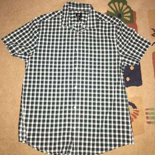 H&M Short Sleeves Shirt L Size Green Color