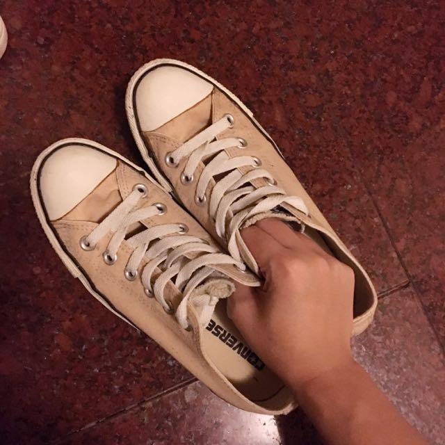 棕色 Converse 24號