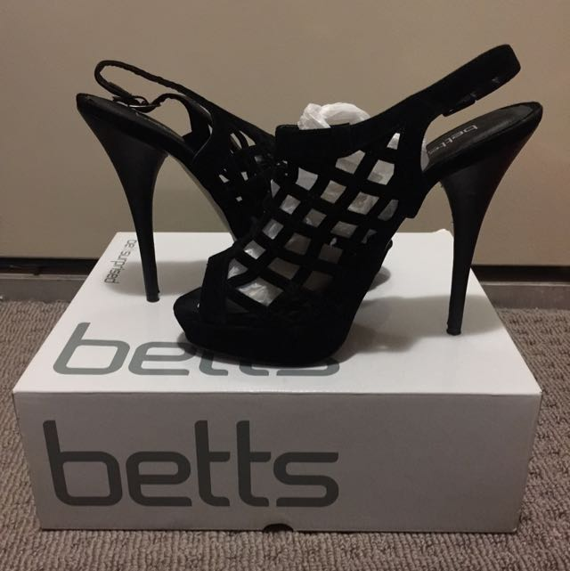 BETTS velvet cross heels Size 9