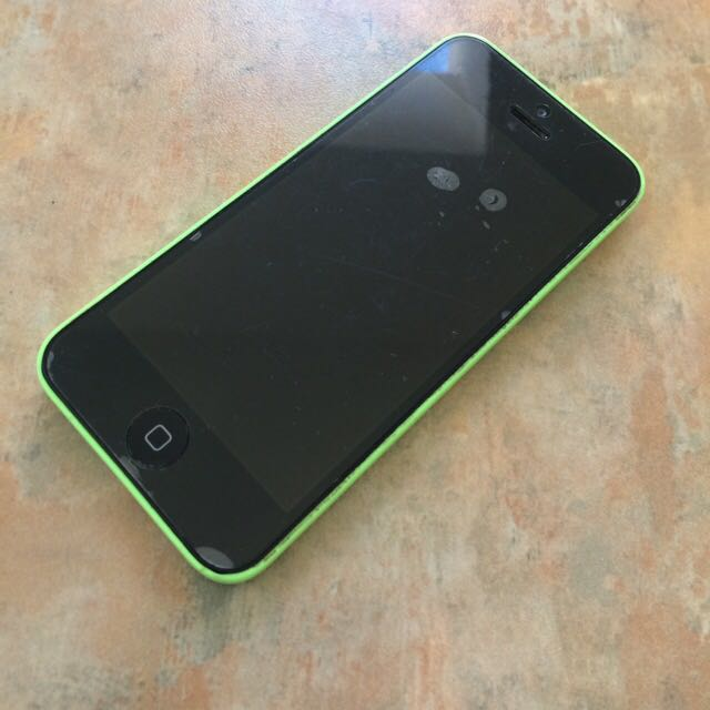 iPhone 5C *UNLOCKED