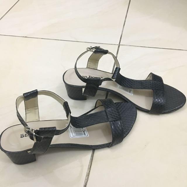 Sepatu Sandal (local Brand)