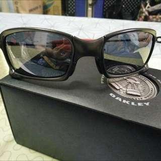 Oakley太陽眼鏡