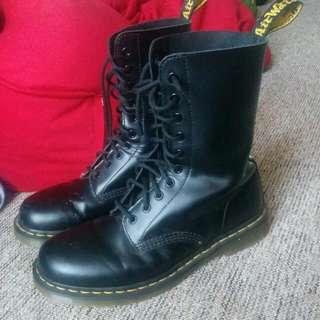 Dr Marten's 10 Eyelet Boots