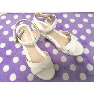 (保留)二手粗跟白色高跟涼鞋