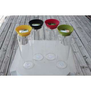 ONLY YELLOW LEFT. 1 L/36 oz Glass Carafe With Colourful Silicone Top