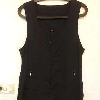 黑色背心連身褲 暗扣設計。四季都可穿搭。