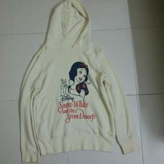 UNIQLO x Disney Snow white and the seven dwarfs hoodie