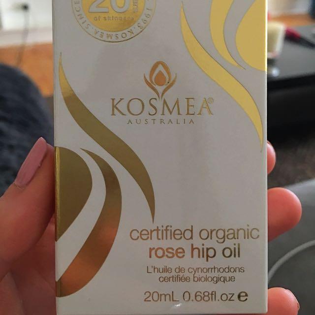 Kosmea Rosehip Oil.