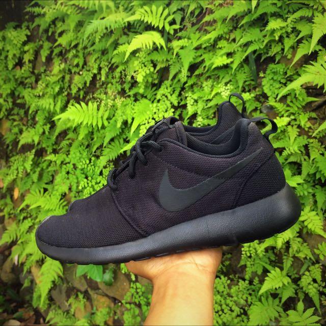 e80f0f512f37f Nike Wmns Roshe One   Roshe Run Triple Black Original