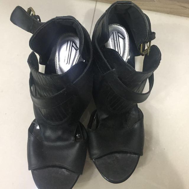 Sepatu Iwearup