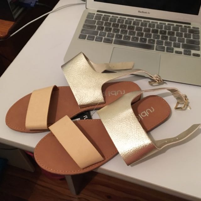 Size 7 BNWT Rubi Shoes Sandals