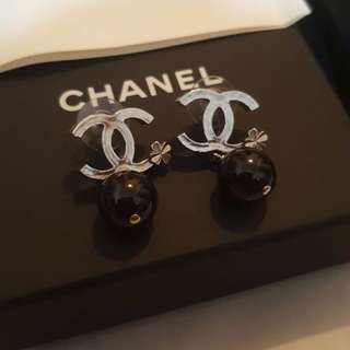 Chanel dropping Earrings