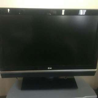 37'' LCD LG TV + tv table