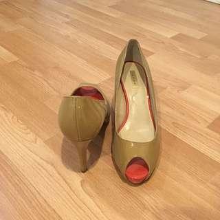 Nude TAHARI Heels 7.5
