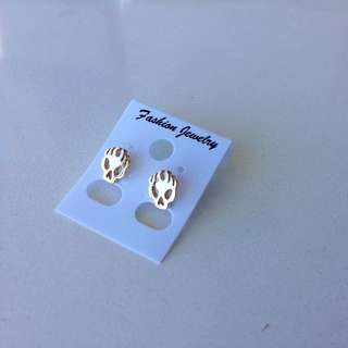 Brand New Cheap Skull Earrings Gold Free Postage