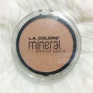 LA Colors Mineral Pressed Powder in Natural Beige