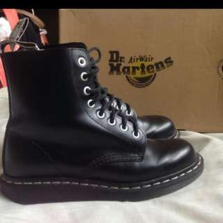 Authentic Dr Martens 8 Eyelets AVAILABLE FOR SWAP WITH DR MARTENS ONLY IN SIZE UK6