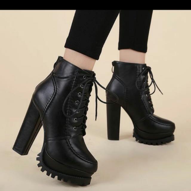 💙尋找💚圖片1-4的鞋子💛顏色都要黑💜