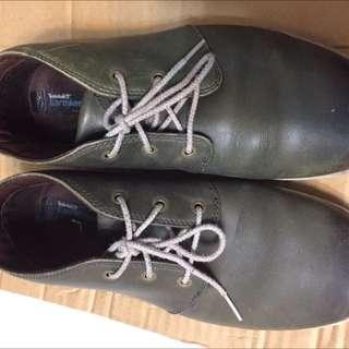 Timberland 墨綠休閒鞋
