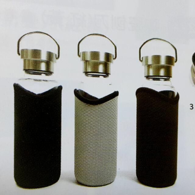 水晶玻璃瓶,容量550ml,尺寸7*22公分。304不鏽鋼內蓋,防滑杯套。