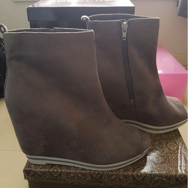 ASOS Grey Open Toe wedge Shoes Size UK8/AU10