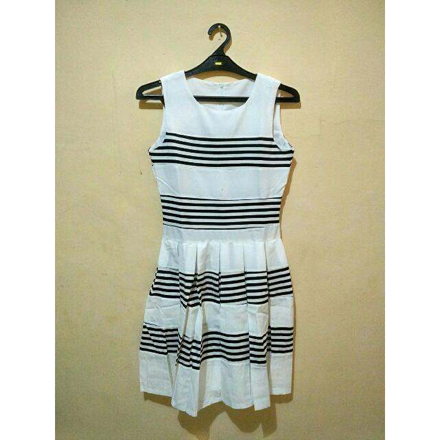 Dress Garis-garis Hitam Putih