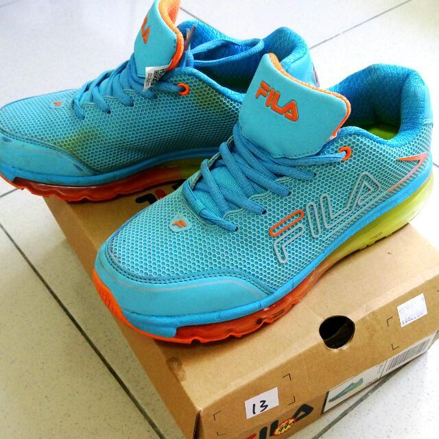 FILA運動鞋24號