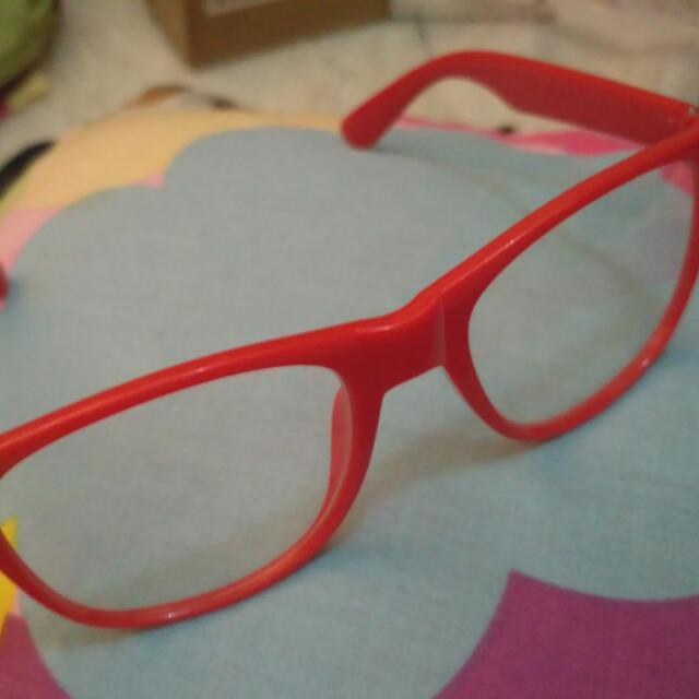Kacamata Merah