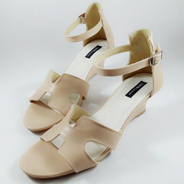 Kode Holly Wedges Size 40 ( Coklat Muda)